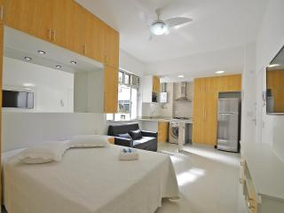 Luxury Apartment Copacabana. C086 - Rio de Janeiro vacation rentals