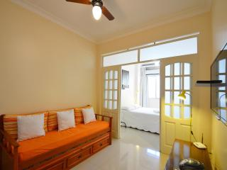 Cozy studio apartment to up to 4 people with sea view for vacation rental in Copacabana. Only a 2 minute walk from the beach! C090 - Rio de Janeiro vacation rentals