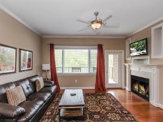 2 bedroom Apartment with Deck in Gatlinburg - Gatlinburg vacation rentals