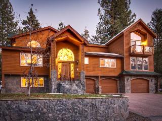 Gorgeous luxury home with gorgeous deck and private hot tub! - South Lake Tahoe vacation rentals
