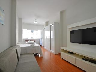 Economic apartment in Copacabana C027 - Rio de Janeiro vacation rentals