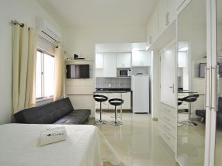 Comfortable and silent studio in Copacabana, Rio de Janeiro. C076 - Rio de Janeiro vacation rentals