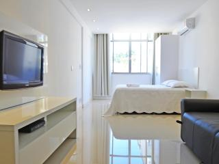 Spacious luxury studio in Copacabana that accomodates up to 4 people. C070 - Rio de Janeiro vacation rentals