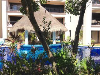 Stylish condo in Puerto Aventuras, Riviera Maya - Puerto Aventuras vacation rentals