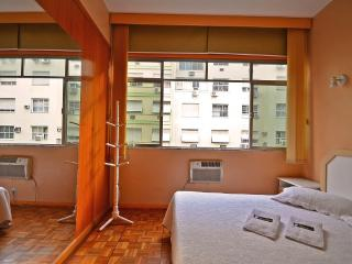 Apartment Four Rooms Excellent Two Blocks from The Beach #402 Q402 - Rio de Janeiro vacation rentals