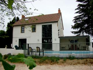 Charming Villa With Private Pool & WiFi - Saint-Eloy-les-Mines vacation rentals