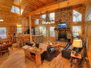 Perfect 3 bedroom Cabin in Helen with Deck - Helen vacation rentals