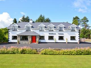 Benbaun House - Large Luxury Self Catering House - Clifden vacation rentals