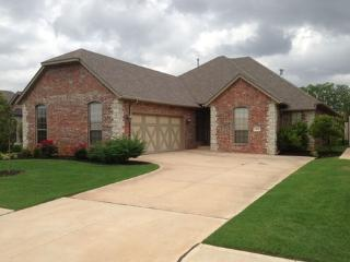 Upscale Edmond home in a new gated community - Edmond vacation rentals