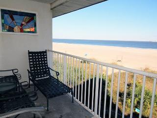 Ocean Song Condominiums - Unit 334 - Swimming Pools - FREE Wi-Fi - Restaurant - Tybee Island vacation rentals