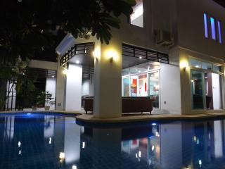 Perfect 5 bedroom Villa in Pattaya with Internet Access - Pattaya vacation rentals