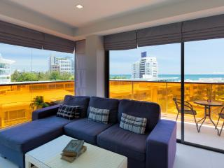 Sea-view Studio/1BR -200m from Beach : Rocco Condo - Hua Hin vacation rentals