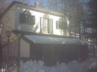Bright Villa with Garage and Parking - Cotronei vacation rentals
