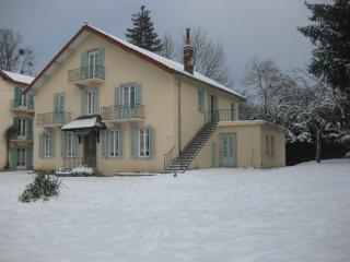 Grandeur Nature Gite 4 pers. au coeur du Jura - Clairvaux-les-Lacs vacation rentals