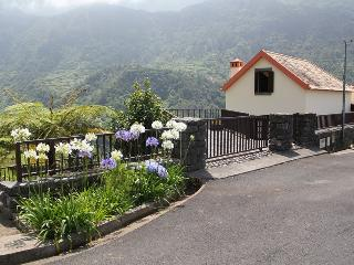 Nice House with Fireplace and Mountain Views - Boaventura vacation rentals