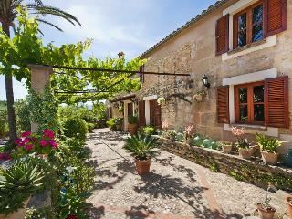 Precious traditional Majorcan farm house for 8 per - Mal Pas vacation rentals