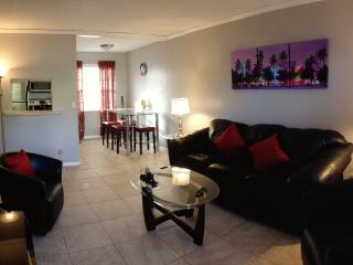 Victoria Park ~ SOBE Las Olas 2/1 ~ Mins to Beach - Fort Lauderdale vacation rentals