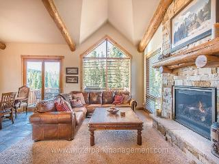 4 bed 3.5 bath Lakota home with hot tub 1/2 mile from Winter Park base!! - Winter Park vacation rentals