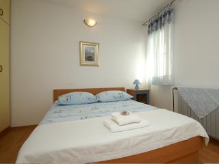 Lovely apartment for 2 near the sea - Tucepi vacation rentals