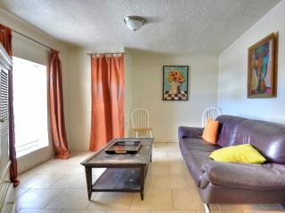 Amazing location near downtown/zoo - Albuquerque vacation rentals