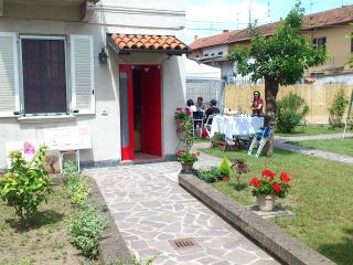 Accogliente b&b vicino a Milano e Pavia - Certosa di Pavia vacation rentals