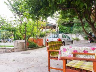 Cozy 2 bedroom Makarska Apartment with Internet Access - Makarska vacation rentals