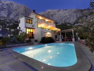Cozy Condo with A/C and Shared Outdoor Pool - Makarska vacation rentals