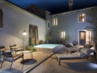 Charming Mofardini Apartment rental with A/C - Mofardini vacation rentals
