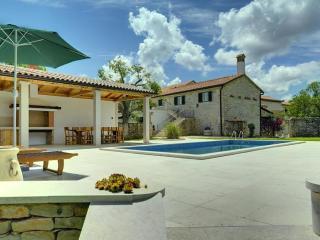 Nice Villa with Internet Access and Garden - Orihi vacation rentals