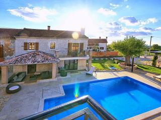 Perfect 6 bedroom Villa in Mofardini - Mofardini vacation rentals