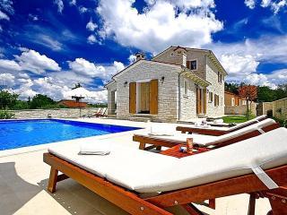 Cozy 3 bedroom House in Tinjan with Internet Access - Tinjan vacation rentals