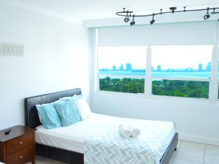 $70 tonight Bay view unit in MIA Beach (12) - Miami Beach vacation rentals