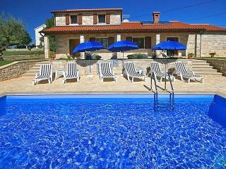 Bright 4 bedroom House in Novigrad - Novigrad vacation rentals