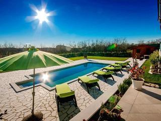 Bright 4 bedroom Villa in Umag with Internet Access - Umag vacation rentals