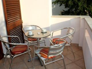 Bright 2 bedroom Crikvenica Apartment with Internet Access - Crikvenica vacation rentals