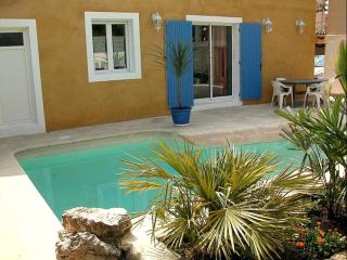 Cozy Condo with Internet Access and Shared Outdoor Pool - Avignon vacation rentals