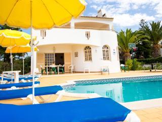 Villa Impasse moradia com piscina privada localizada perto da Guia - Guia vacation rentals