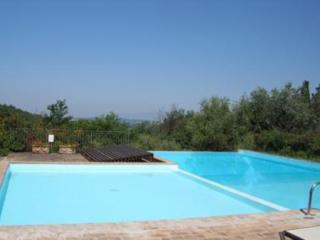 Lovely 2 bedroom Montaione Apartment with Internet Access - Montaione vacation rentals