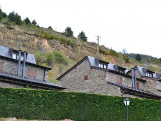 Comfortable 3 bedroom House in Alp - Alp vacation rentals