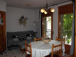 Perfect 2 bedroom Apartment in Bellver de Cerdanya with Television - Bellver de Cerdanya vacation rentals
