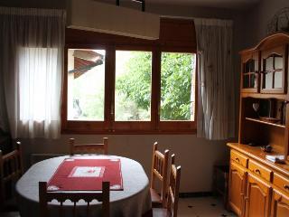 Perfect 3 bedroom Condo in Bellver de Cerdanya with Grill - Bellver de Cerdanya vacation rentals