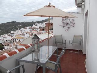 Cozy 3 bedroom Canillas de Albaida Townhouse with Dishwasher - Canillas de Albaida vacation rentals
