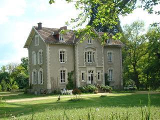B&B Chambres d'Hôtes Château de la Perche - Buxieres-sous-Montaigut vacation rentals