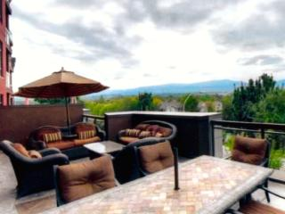 Mountain View, 2 Bedroom, 2 Bath plus Den - Kelowna vacation rentals