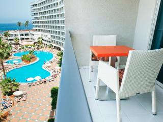 Beautiful Condo with Internet Access and A/C - Playa de las Americas vacation rentals