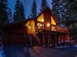Shared pool, hot tub, and more! Near skiing and golf! - Truckee vacation rentals