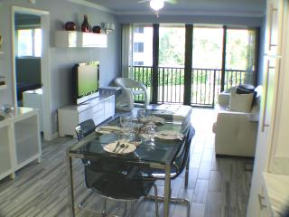 Comfortable Condo with Dishwasher and Ceiling Fans - Hutchinson Island vacation rentals