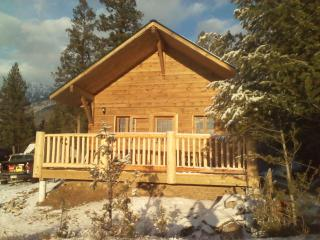 Charming Cabin with Linens Provided and Microwave - Radium Hot Springs vacation rentals