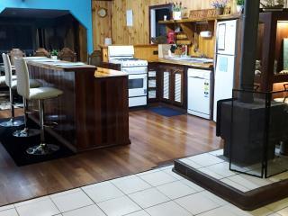 Spacious 5 bedroom Esperance House with Internet Access - Esperance vacation rentals