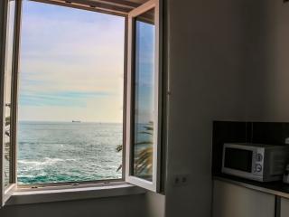 Cozy 2 bedroom Condo in Estoril - Estoril vacation rentals